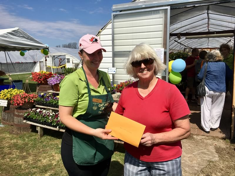 Val presenting Marian with one of our $25 gift certificate door prizes